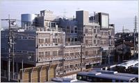 Januar 2004. Bau des Hauptsitzgebäudes in Yokohama. Verlegung des Hauptsitzes aus Nakameguro in Tokio nach Kohoku in Yokohama.